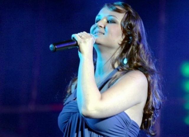 Полина Гагарина. В начале музыкальной карьеры образ певицы был очень далек от современного.