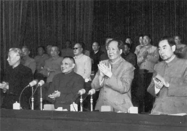 К 1958 году Коммунистическая партия Китая была у власти в течение почти девяти лет.
