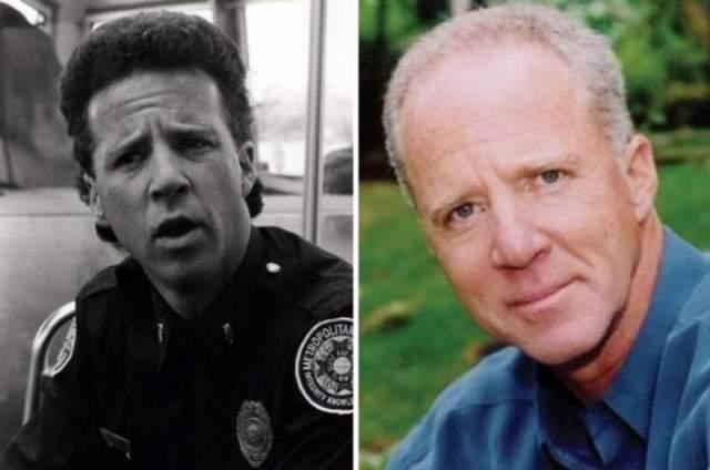 Лэнс Кинси, 64 года - сержант Карл Проктор. Сыгравший роль глуповатого помощника злодея артист состоялся как востребованный актер второго плана.
