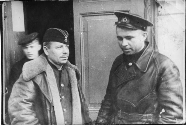 За потопление кораблей противника полагались премиальные. За уничтожение крейсера командиру вручались 20000 рублей, а за пущенный на дно транспорт - 3000 рублей.
