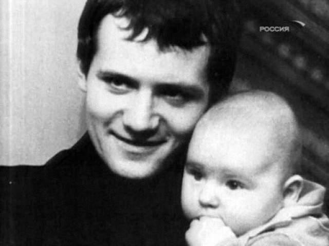 Выйдя на свободу в 1994 году Сергей продолжил криминальную деятельности создал преступную группировку, что стало его роковой ошибкой.