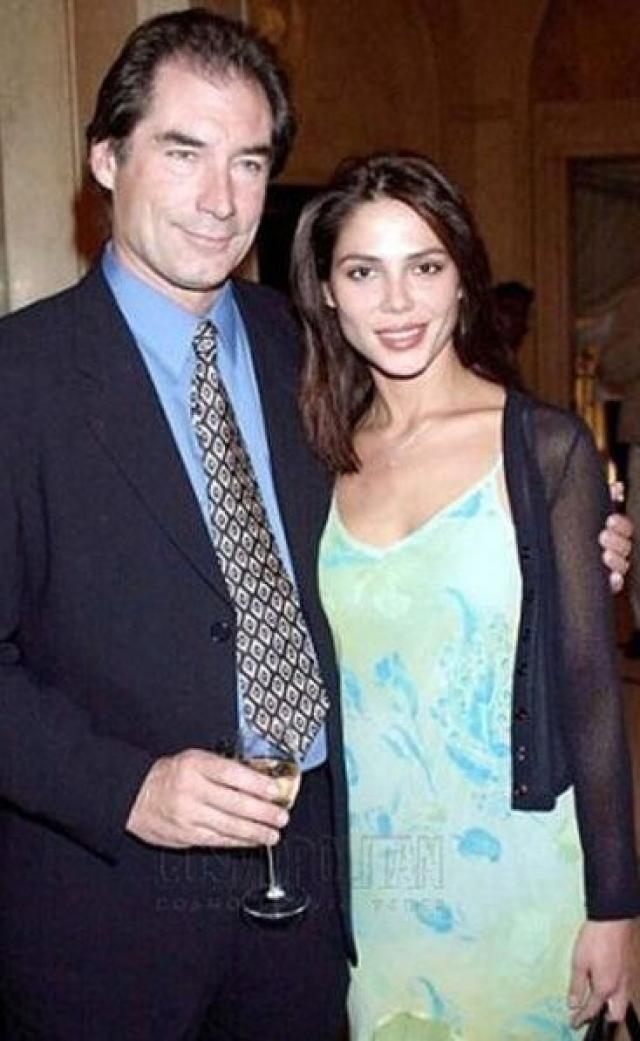 """Оксана Григорьева и Тимоти Далтон. В 25 лет пианистка из Саранска пленила самого """"Джеймса Бонда"""" – голливудского секс-символа 80-х Тимоти Далтона. Они познакомились в 1995 году на кинофестивале в Лондоне."""