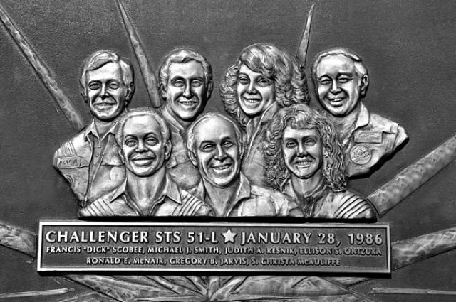 Инцидент до сих пор остается в памяти у всех американцев, а 28 января - днем памяти погибшего экипажа.