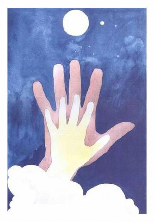Накануне своей смерти Саша попросила папу приложить руку к белому листу, затем обвела, а сверху приложила свою руку и обвела ее. Законченным нашли рисунок после Сашиного ухода. Возле большой Луны справа она изобразила Сириус, на который хотела улететь.