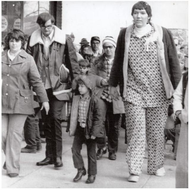 Самой высокой женщиной на планете достаточно долго считалась Сандра Элен Аллен , ростом 2 метра 32 сантиметра.