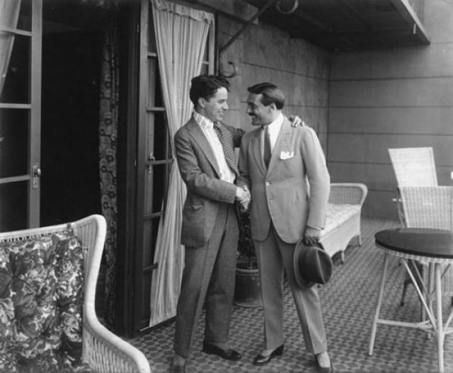 """В 1917 году Чарли Чаплин стал самым дорогим актером того времени, заключив со студией """"Ферст Нэшнл"""" контракт на $1 млн."""