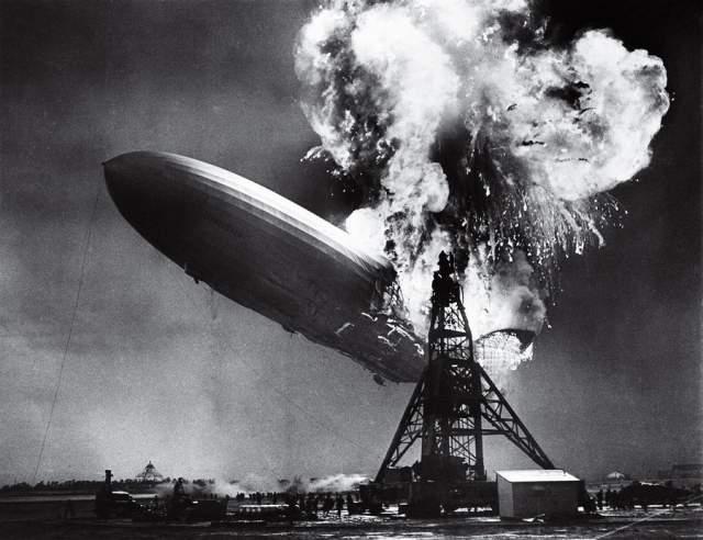 Крушение дирижабля Гинденбург, Сэм Шер, 1937. Катастрофа, унесшая 36 жизней, завершила эпоху пассажирских дирижаблей. 32 года спустя, в 1969-м, фото Шера также стало обложкой дебютного альбома группы Led Zeppelin.