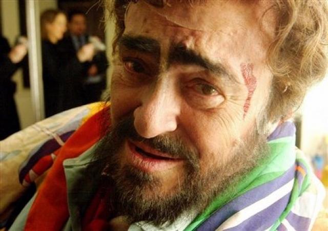 Лучано Паваротти (71 год). Последнее выступление тенора состоялось 10 февраля 2006 года в Турине, на церемонии открытия XX Зимних Олимпийских игр.