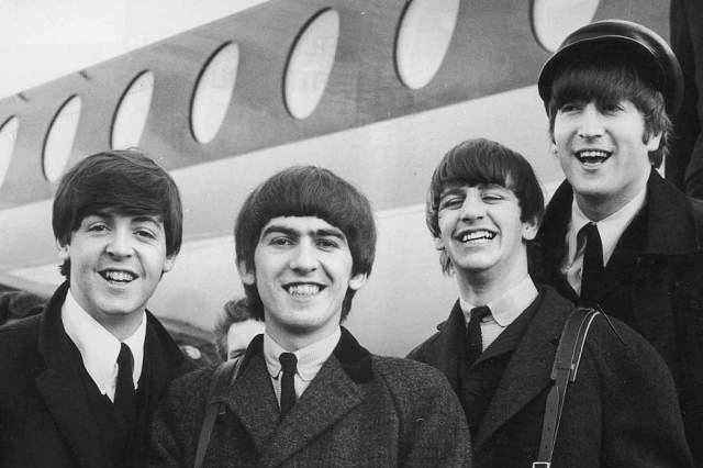 """Своей бешеной популярностью музыканты The Beatles обязаны тому факту, что группа представляла собой принципиально новое явление в мировой музыке: в """"Ливерпульской четверке"""" соединялись необычная музыкальная плодотворность и принципиально новый имидж, четыре яркие личности."""