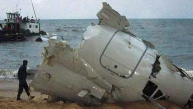 Уже после первого приземления в Браззавиле обнаружились проблемы с левым двигателем, но капитан решил полет не прерывать. Последующая дозаправка в Либревиле также прошла успешно. Однако при взлете неисправный мотор вспыхнул.
