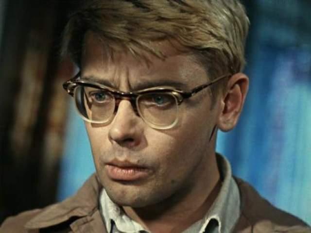 В итоге, Шурика в фильме сыграл Алексей Демьяненко.