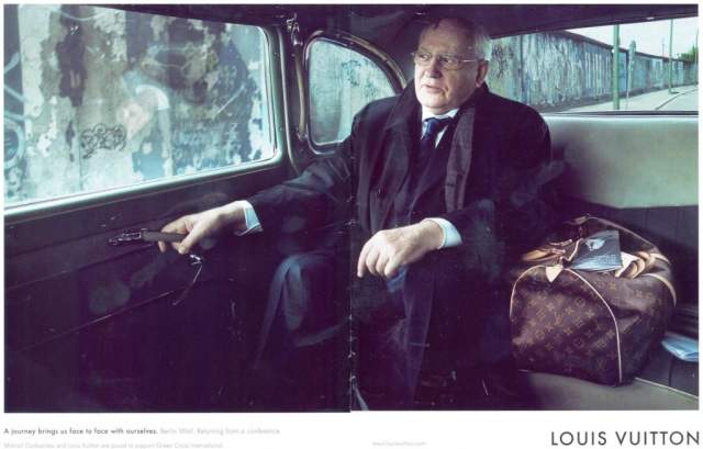 А вот спустя много лет, Горбачев принял участие в рекламной кампании... Louis Vuitton. Завидуйте, звезды шоу-бизнеса!
