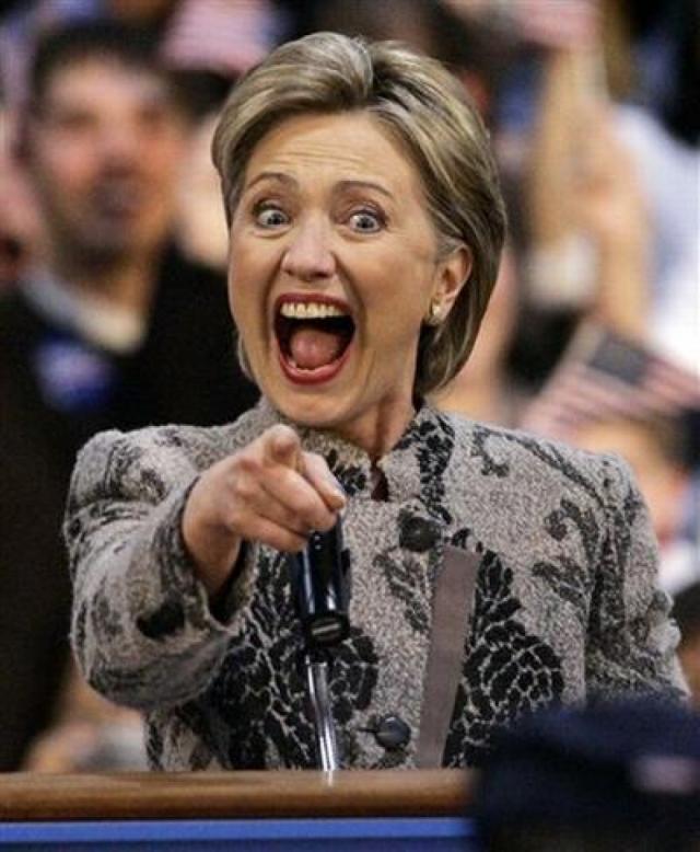 """Хотя нарядами цвета """"диванной обивки"""" Хиллари также """"радует"""" поклонников и журналистов."""