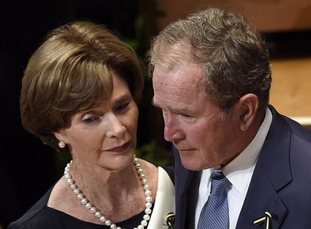 """Как-то президент поведал о встрече с некой Терезой Нельсон, которая, по словам Буша, одновременно """"родитель и мать, или просто отец""""."""