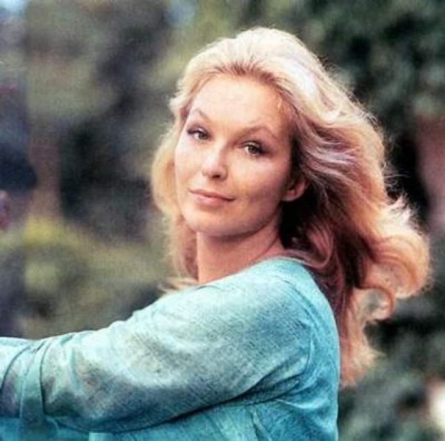 Высоцкий же уговаривал режиссера Говорухина утвердить на роль Вари его жену, актрису Марину Влади. Но против француженки категорически возразил худсовет.