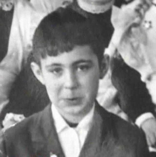 Сергей Головкин родился в 1959 году в Москве. За исключением врожденного дефекта грудины он был обычным ребенком.
