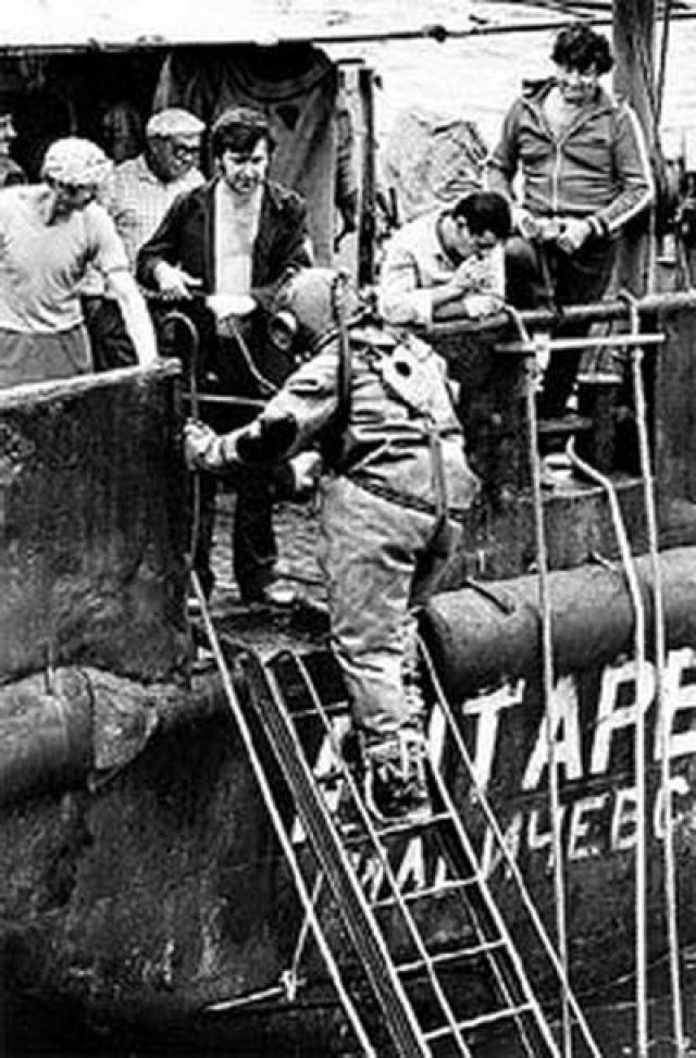 С 1 сентября 1986 года на месте катастрофы работали водолазы. Они проникали внутрь корпуса парохода через отверстия, вырезанные в борту.
