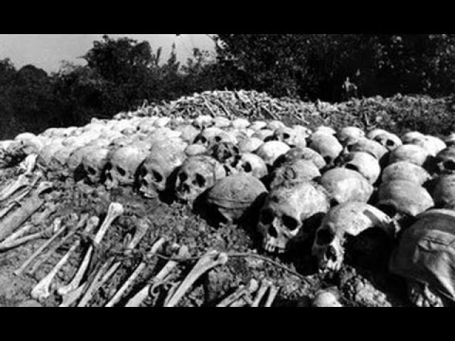 После того, как в 1977 году Кампучия вступила в войну с коммунистическим Вьетнамом, в идеологии красных кхмеров проявился еще и явный расистский уклон.