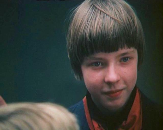 Алексей Муравьев (Боря Мессерер). В дальнейшем в кино не снимался, посвятил себя науке.