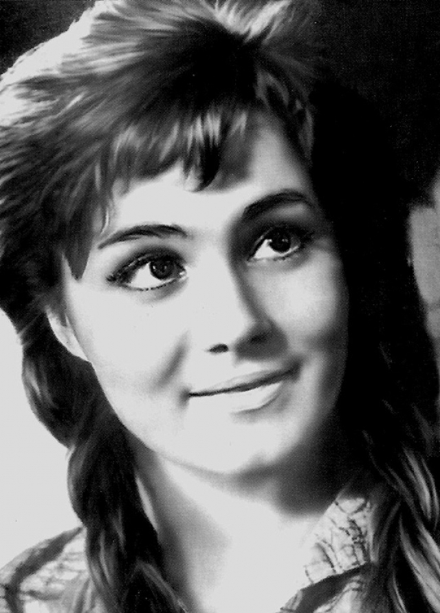 Малявина играла в театре, много снималась.