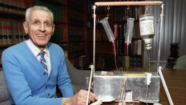 """Первым был """"Тэнэтрон"""", который вводил пациенту смесь химических соединений."""