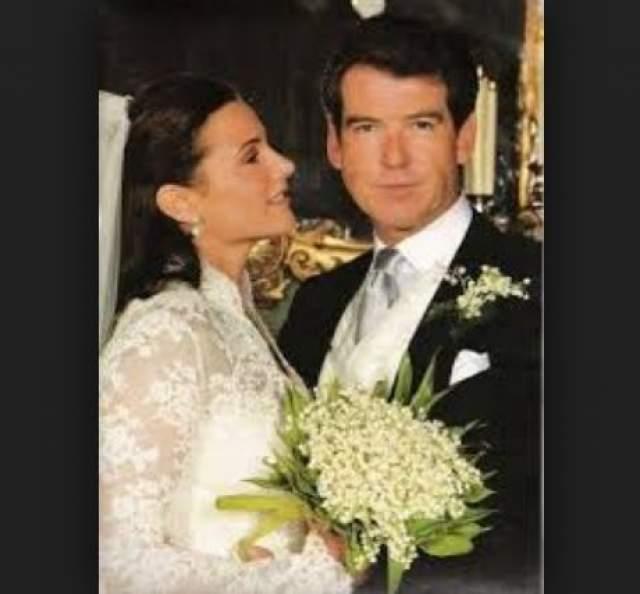 Невеста выбрала платье Two Richard Taylor designs за $60 000, а жених - костюм за $12 000. А на цветы для украшения помещений было потрачено $70 000.