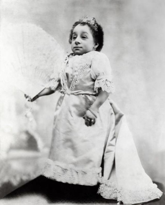 """В европейском обществе конца XIX века она имела определенную известность под сценическим псевдонимом """"Принцесса Полин"""". Ее описывали как вежливую, спокойную и утонченную женщину."""