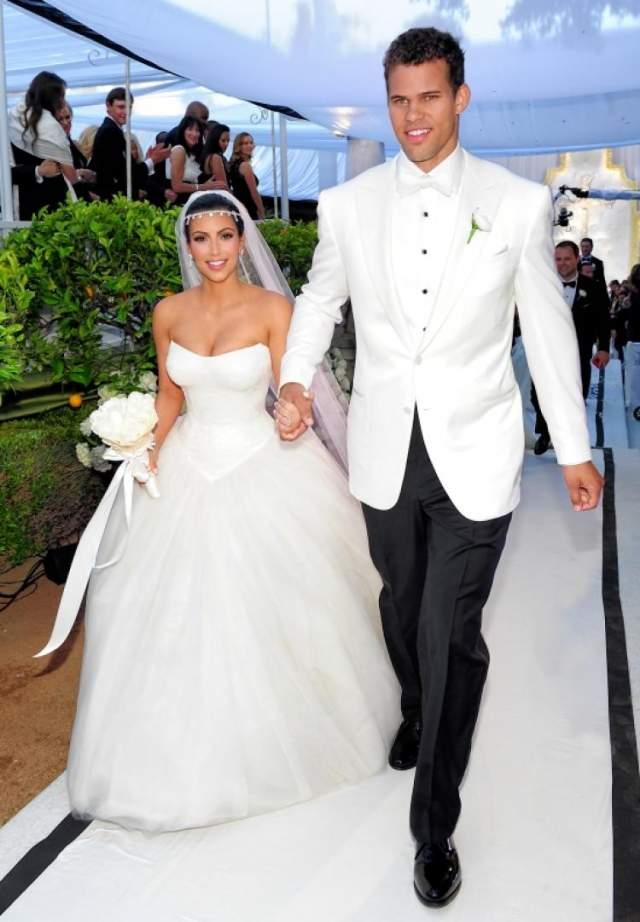 Ким Кардашьян и Крис Хамфрис. Роман светской львицы и баскетболиста стремительно развивался в 2011 году и закончился шикарной свадьбой за десять миллионов долларов.