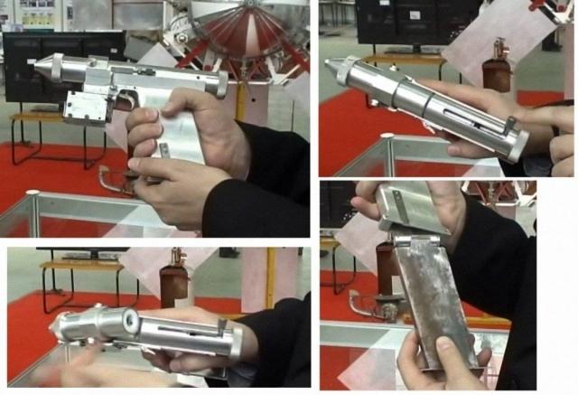 В 1984 году в СССР создали лазерный пистолет несмертельного действия, который был предназначен для самообороны космонавтов: оружие выводило из строя чувствительные элементы оптических систем, например, глаз человека.