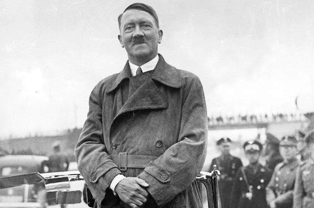 Также современники рассказывают, что Гитлер носил усы, потому что думал, что благодаря им его нос выглядит меньше.