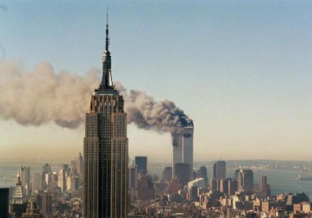 Эвакуация не состоялась, поскольку двери на крышу были закрыты, а дым и жар пожаров сделали невозможным использование вертолетов.
