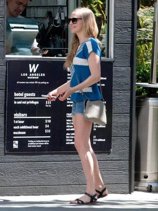 Аманда Сейфрид на парковке, Лос-Анджелес, штат Калифорния, 9 апреля 2014 года.