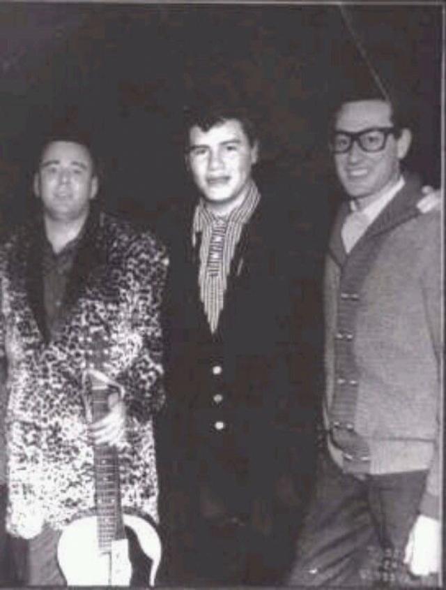Бадди Холли, Ричи Валенс и Биг Боппер . 3 февраля 1959 самолет, в котором находились помимо Холли восходящие звезды рок-н-ролла Ричи Валенс и Биг Боппер, не долетел до места назначения.