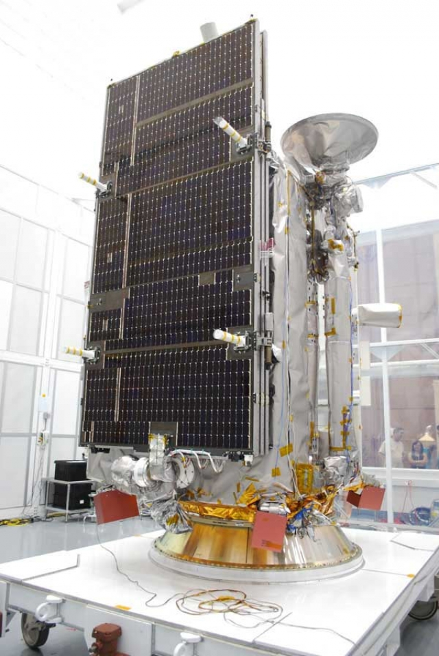 В период с 11 по 15 июля LRO произвела съемку и передала на Землю первые в истории детальные снимки самих лунных модулей, посадочных площадок, элементов оборудования, оставленных экспедициями на поверхности и даже следов самих землян от тележки и ровера