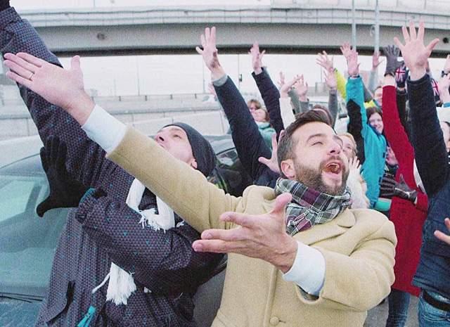 """19. В 2017 году Ургант привлек внимание к собственной именной передаче серией удачных пародий. В начале марта артист переснял открывающую сцену оскароносного мюзикла """"Ла-ла-ленд"""" и представил ролик о московской пробке в пасмурный день """"Мос-ква-Ленд"""""""