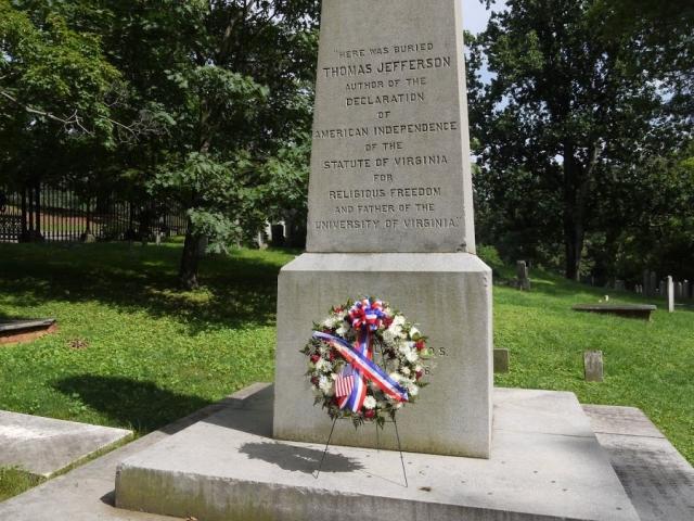 Третий президент США Томас Джефферсон самостоятельно создал дизайн своего надгробного камня и написал для него текст, в котором не указывалось, что он был президентом.