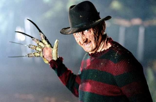 """Роберт Инглунд Инглунд, снявшись в 1984 году в фильме ужасов Уэст Крейвена """"Кошмар на улице Вязов"""", является самым известным исполнителем роли серийного убийцы Фредди Крюгера."""
