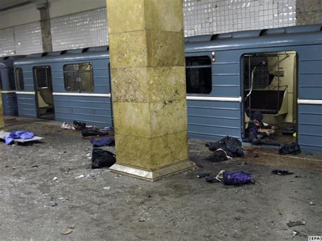 """Взрыв на выходе станции """"Рижская"""". Прошло всего 7 месяцев и 31 августа 2004 года в 20:50 по московскому времени смертница совершила теракт у вестибюля станции """"Рижская""""."""