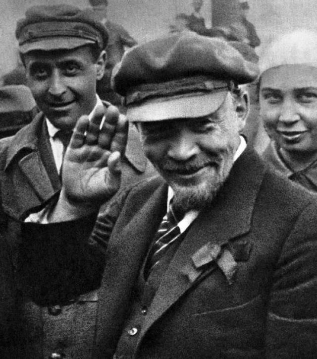 """В.И.Ленин : """"Интеллигенция не мозг нации, а ее говно."""""""