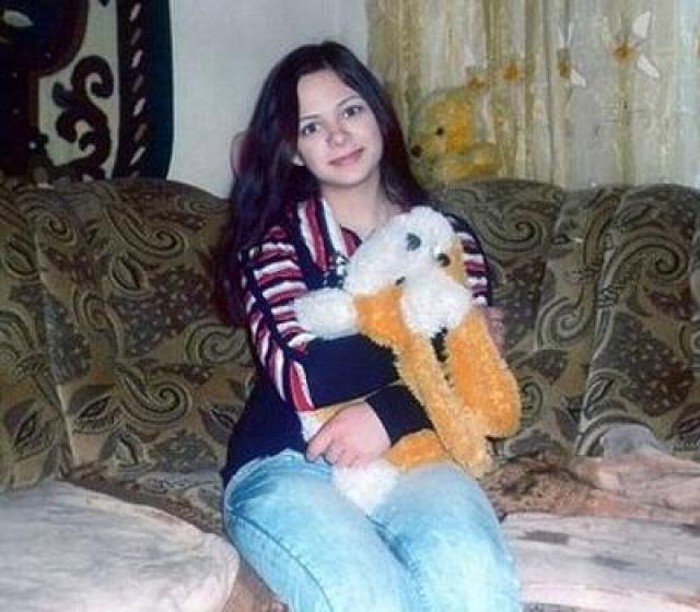 """Обезображенное тело девушки, родившейся и проживавшей всю жизнь в Крыму, было найдено в ручье, недалеко от ее дома. По словам Биляла, Катя (христианка по вероисповеданию) """"нарушила законы шариата"""", и о ее смерти он не сожалеет."""