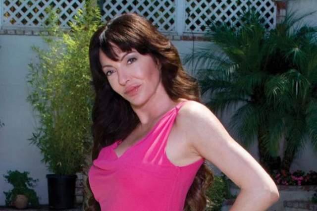 Саманта Клюге - дочь Джона Клюге, состояние которого оценивается в $9,5 млрд. Именно он основал компанию, ставшую основой телеканала Fox News. Девушка насладилась светской жизнью в юности, а сейчас, поработав редактором отдела моды журнала Glamour, основала собственную ювелирную компанию.