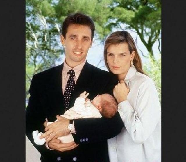 Стефания почти сразу позволила мужчине переехать в свои королевские апартаменты, а вскоре сделала своим мужем, будучи уже на шестом месяце беременности.
