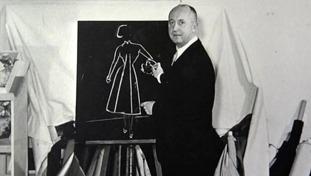 Озенн начал предлагать эскизы Диора портным и посредникам наравне с собственными и однажды смог их продать - после этого Диор бросил поиски работы и занялся исключительно рисованием.