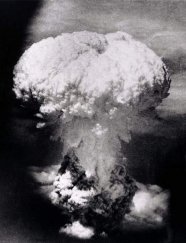 Сброс обеих бомб произвел ужасающий эффект. В Хиросиме на момент атаки население составляло около 245 тысяч человек.