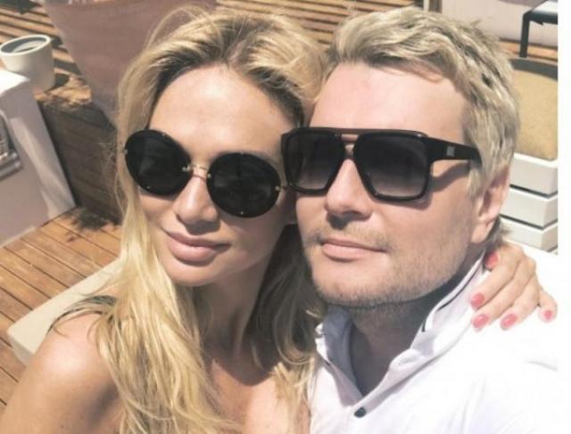 Николай Басков и Виктория Лопырева. Еще в 2014 году в Сети начали появляться совместные снимки пары, но тогда никто и подумать не мог, что их связывают романтические отношения.