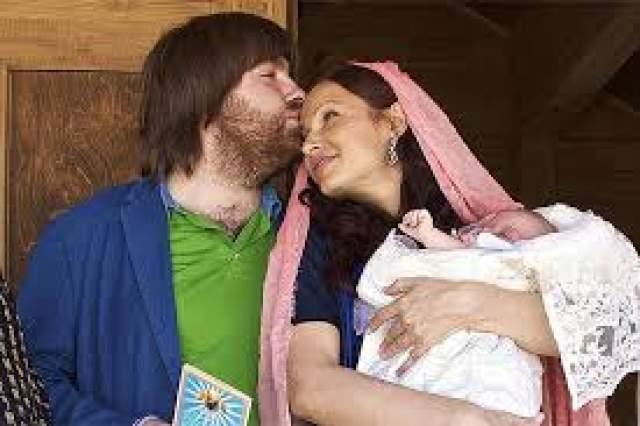 Эвелина Блёданс - родила второго ребенка в 43 года. Поговаривают, сейчас 49-летняя актриса беременна третьим ребенком, так что ее роды в 43 года - вовсе не рекорд.