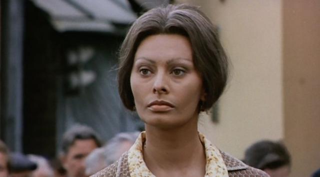 """Софи Лорен - """"Подсолнухи"""". Одна из самых красивых женщин мирового кинематографа сыграла главную роль в советско-итальянском фильме, режиссером которого был Витторио де Сика."""