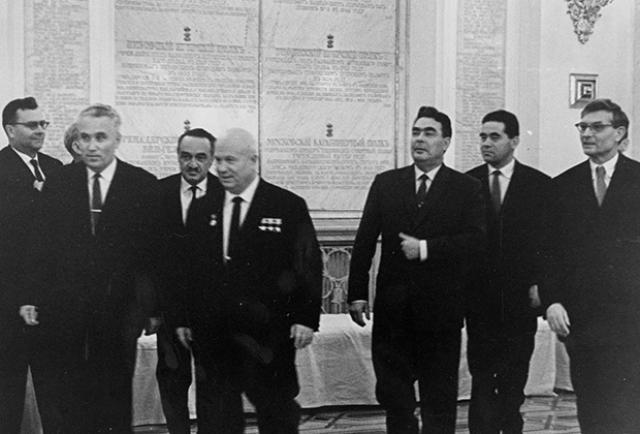 В 1957 году Брежнев стал членом Политбюро КПСС, а в 1960 году его назначили председателем Президиума Верховного Совета.