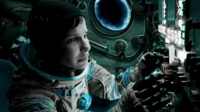 На ее место претендовало несколько актрис, но продюсеры остановились на Сандра Балок. К тому моменту Дауни тоже покинул проект, и его заменил Джордж Клуни.