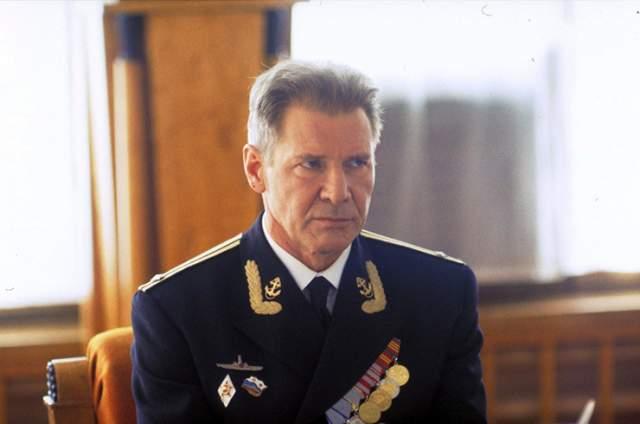 Командировка режиссера Кэтрин Бигелоу в Россию, общение с ветеранами реальной аварии на К-19 фильму помогли лишь частично - сценарий был исправен , вид лодки был приведен к более достоверному.